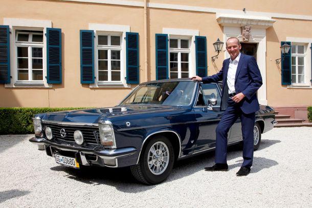 El Presidente de Opel viaja por Alemania con modelos clásicos