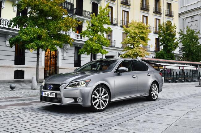 Lexus GS 300h Hybrid, polo positivo