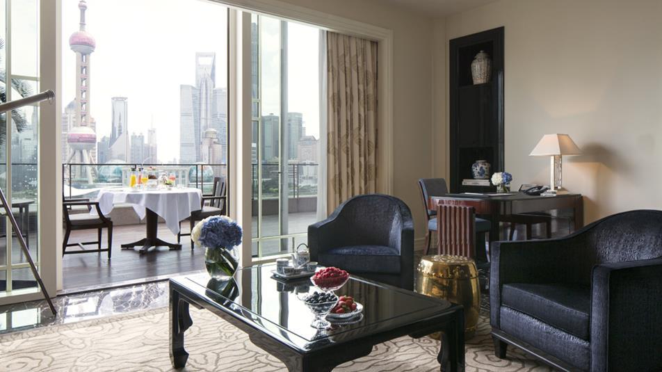Astor-suite-living-room-1074x604