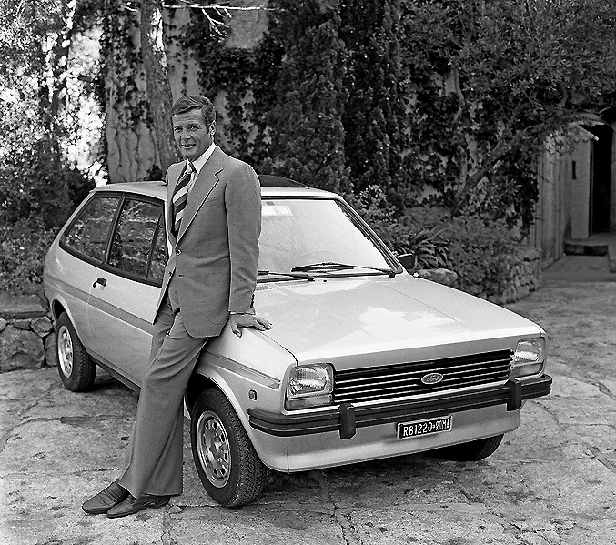 fordfiesta_1976-1983_007rogermoore-1976_01_resize