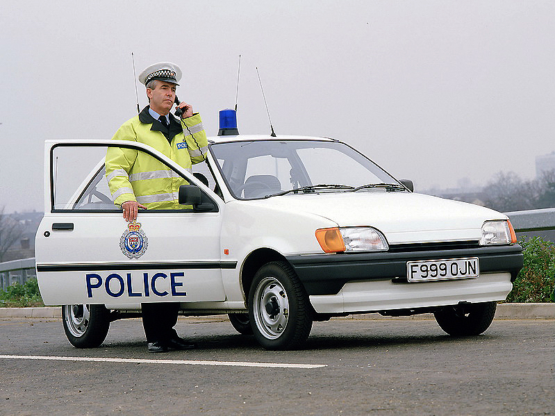 fordfiesta_1989-1995_fiesta_3-door_police_01_resize