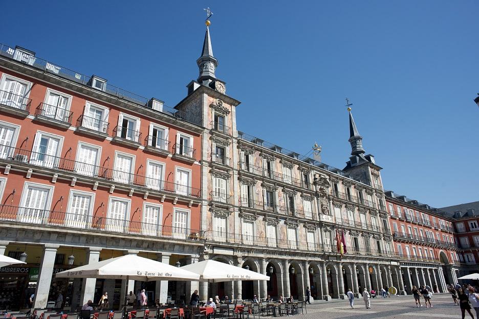 Terrazas frente a la Casa de la Panadería, en la Plaza Mayor de Madrid. Foto: EFE/ Javier Liaño
