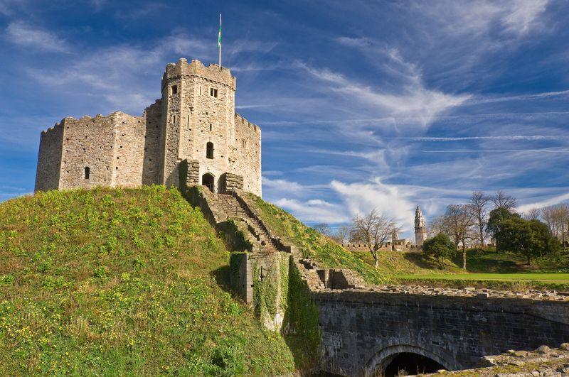 El Castillo de Cardiff está situado en el centro de la ciudad