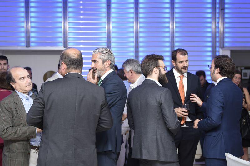Muchas presencia de marcas en el Mirador de Cuatro Vientos. De izquierda a derecha, Francis Fernández, jurado, Eduardo García (de espaldas) de Peugeot, Ignacio Gonzáez, de Audi, Fernando Sáiz de Opel, Borja Sanz, de Skoda, Alfredo de la Huerga, de Audi, y Pablo cofán de Seat.