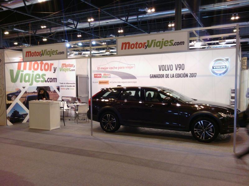 Stand de MotoryViajes.com, en Fitur 2018, con el único coche expuesto en la feria (Foto SD - MyV.com)