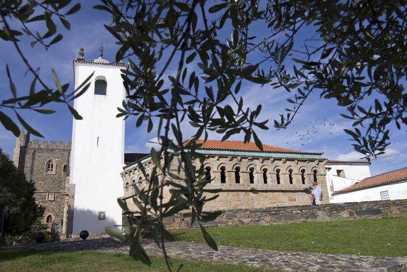 Domus Municipalis, torre de la Iglesia de Santa María y Torre del Homenaje