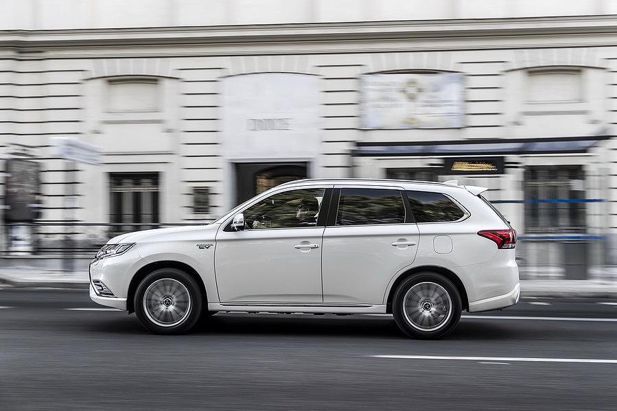 """Nuevo Mitsubishi Outlander con la etiqueta """"cero emisiones"""" de la DGT"""
