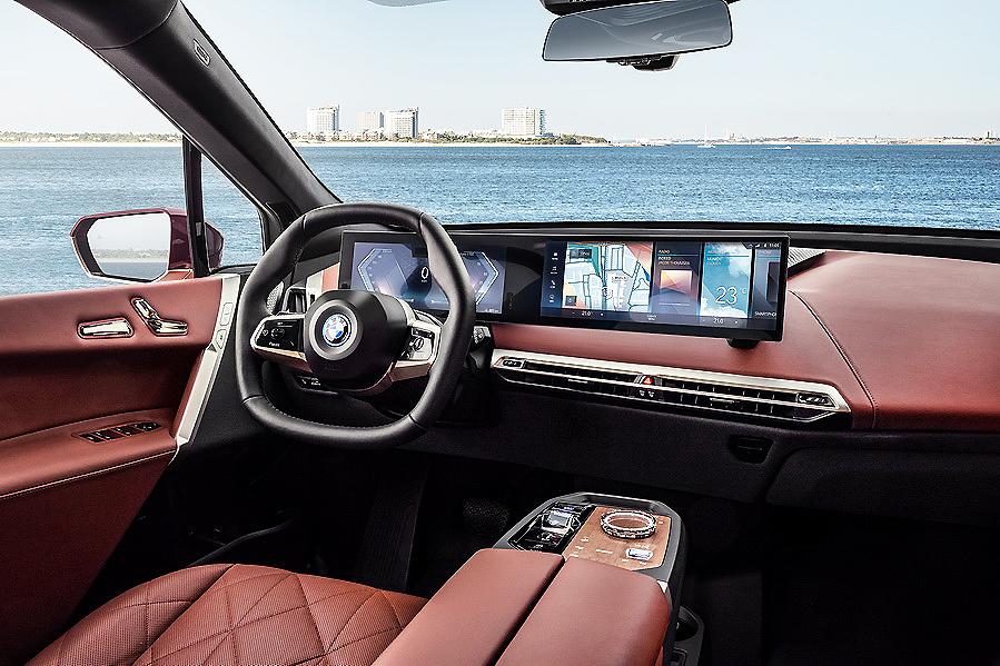 """Nuevo BMW iX. Deportividad a base de """"enchufe"""""""