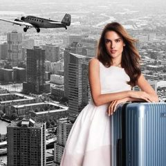 La supermodelo Alessandra Ambrosio presenta la colección de maletas Rimowa