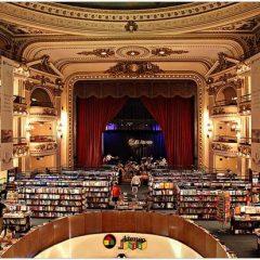 Las librerías, además de vender libros, se convierten en reclamos turísticos