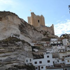 Alcalá del Júcar y sus casas cueva