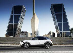 Mazda presenta el MX-30, el SUV urbano eléctrico cien por cien